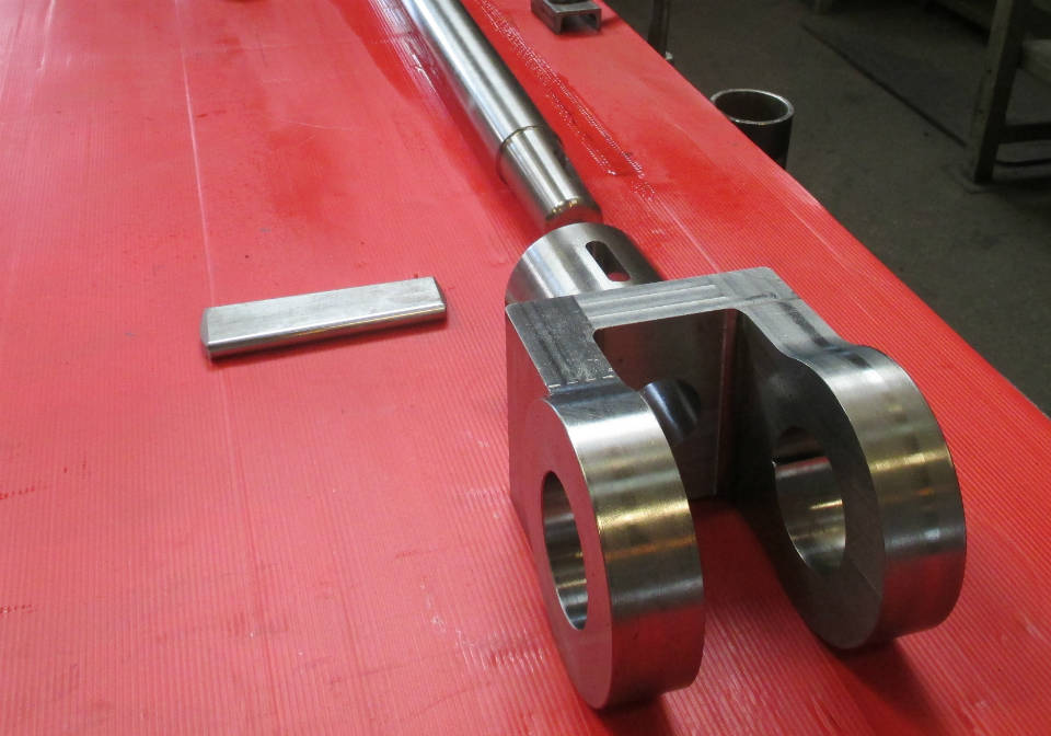 Crosshead and piston rod